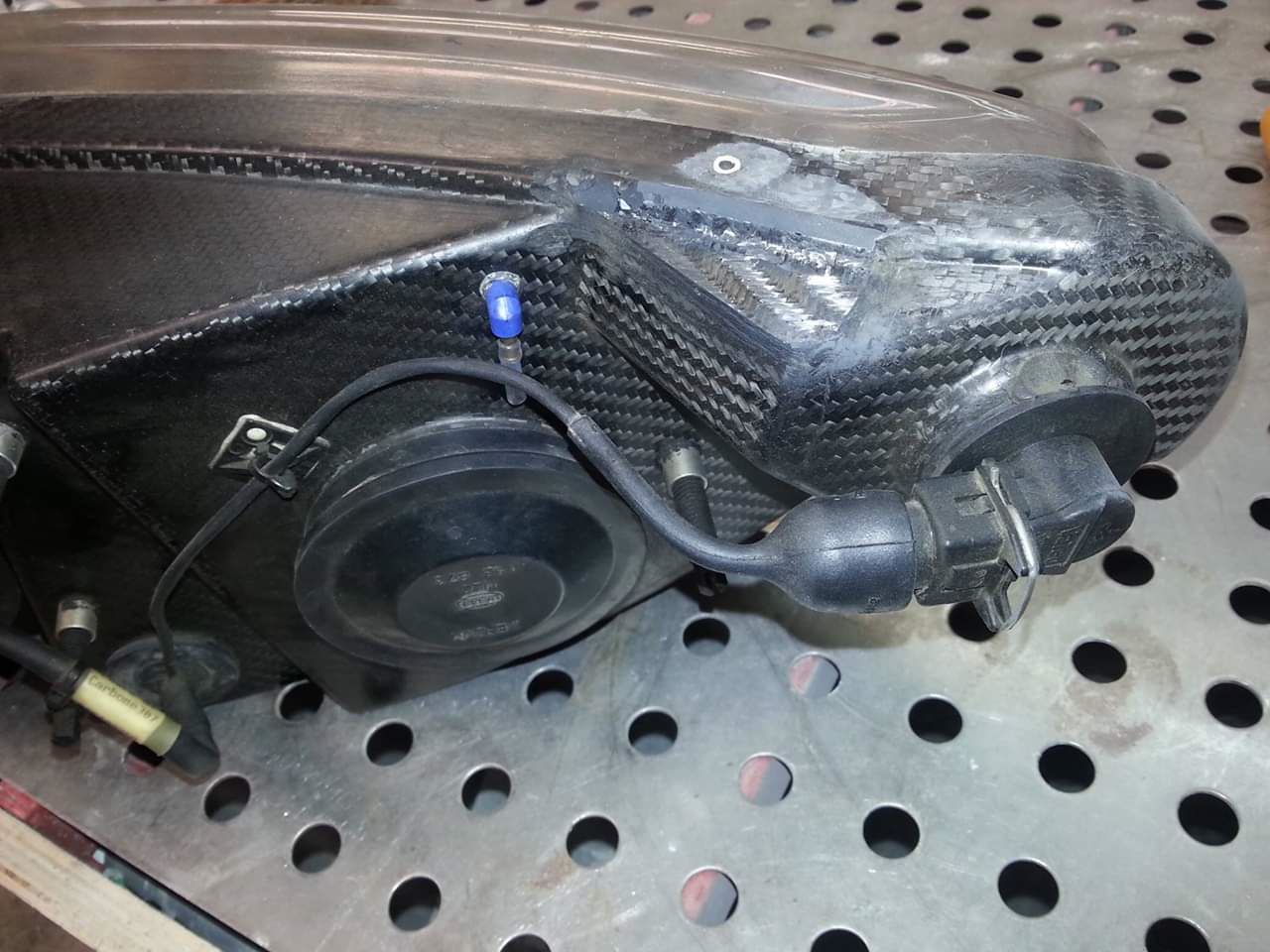 Reparation carbone Belgique Poly Concept Composites phare carbone Peugeot 307 wrc (1)