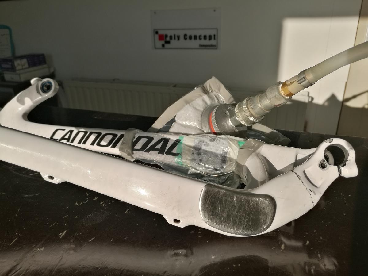 Reparation carbone belgique bras oscillant cassé cannondale Poly Concept Composites (4)